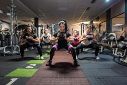 Fotoshooting im Studio21 in Nürnberg mit Fitness Model Oxana und einigen sportlichen Mädels auf der Trainingsfläche
